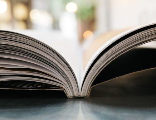 (Ri)accarezzare i libri, in questi giorni in cui il tempo è sospeso